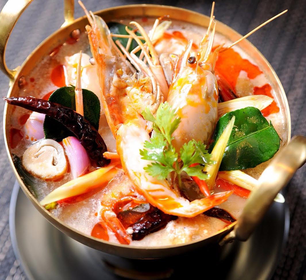 Рецепт острого тайского супа Том Ям с креветками, курицей, морепродуктами, грибами. Оригинальный рецепт приготовления супа Том Ям на кокосовом молоке с фото
