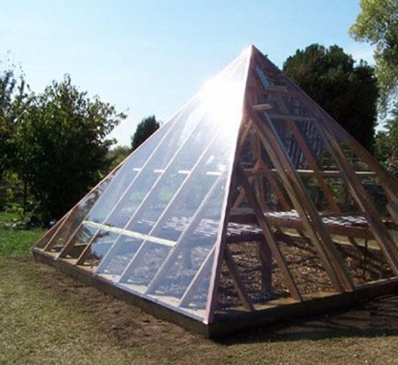 Как построить теплицу в форме пирамиды