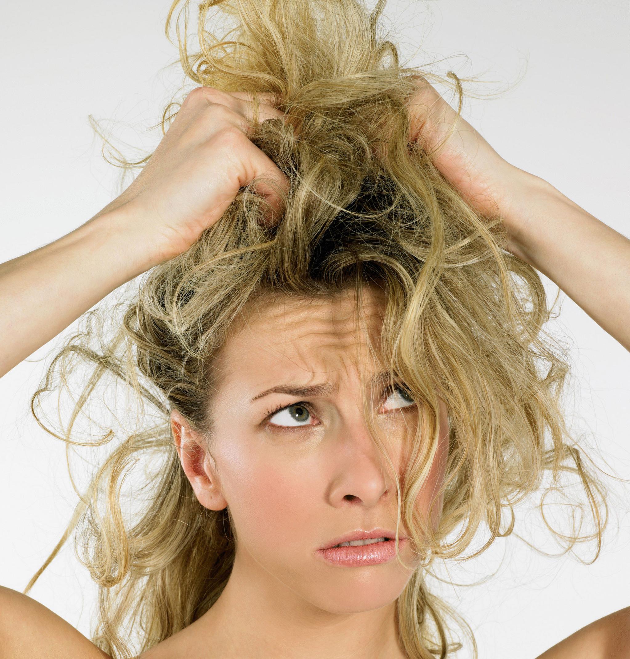 Почему осенью выпадают волосы, и как устранить эту проблему