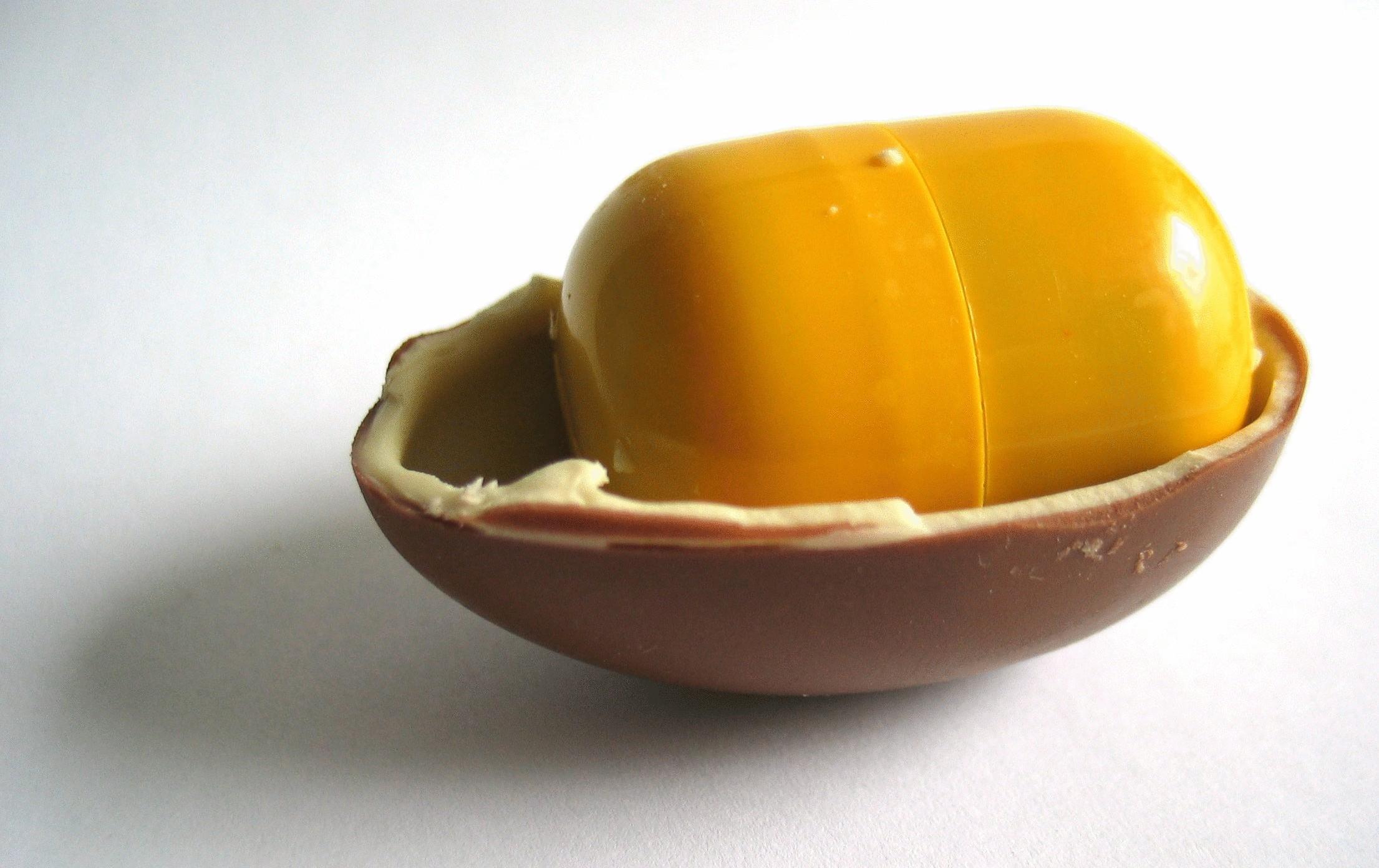 """8 фактов о Киндер Сюрпризе: 5. В Италии и Испании шоколадные яйца называются  """"Kinder..."""