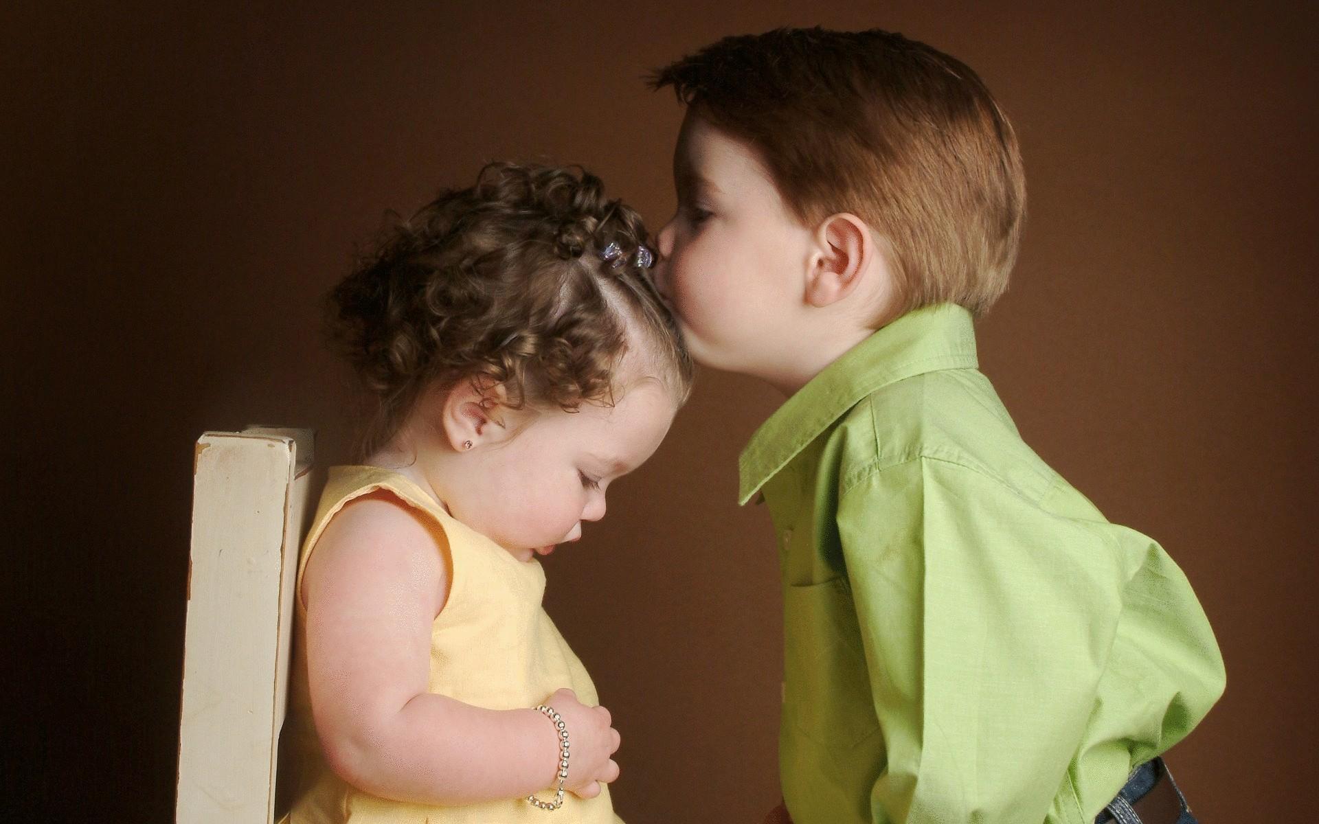 дочка картинки целующих малышей вот при съемке