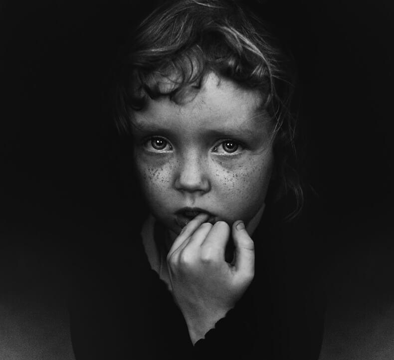Потерянный ребенок: Глаза за занавесками