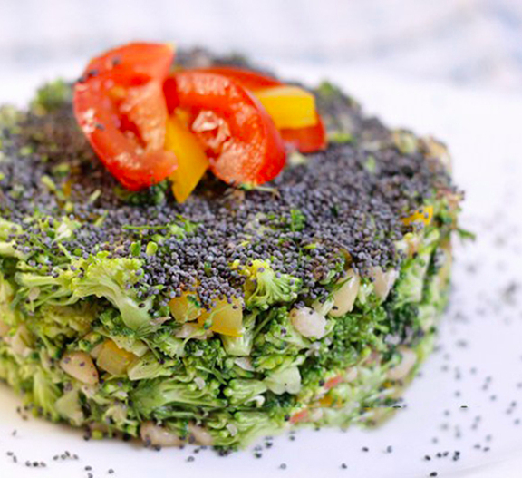 Салат из свежей капусты брокколи