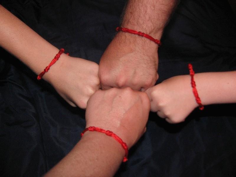 Что делать с красной ниткой на руке когда она порвалась