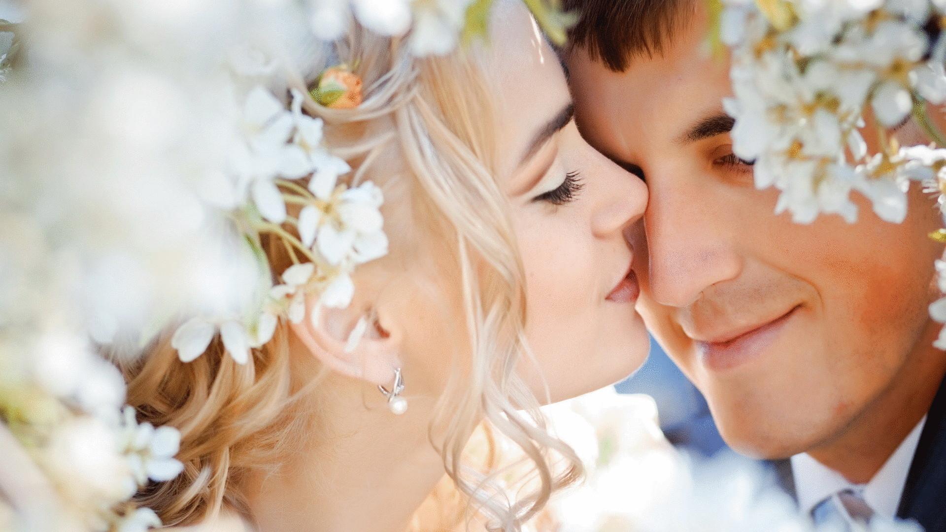 Фото женщины целуются 31 фотография