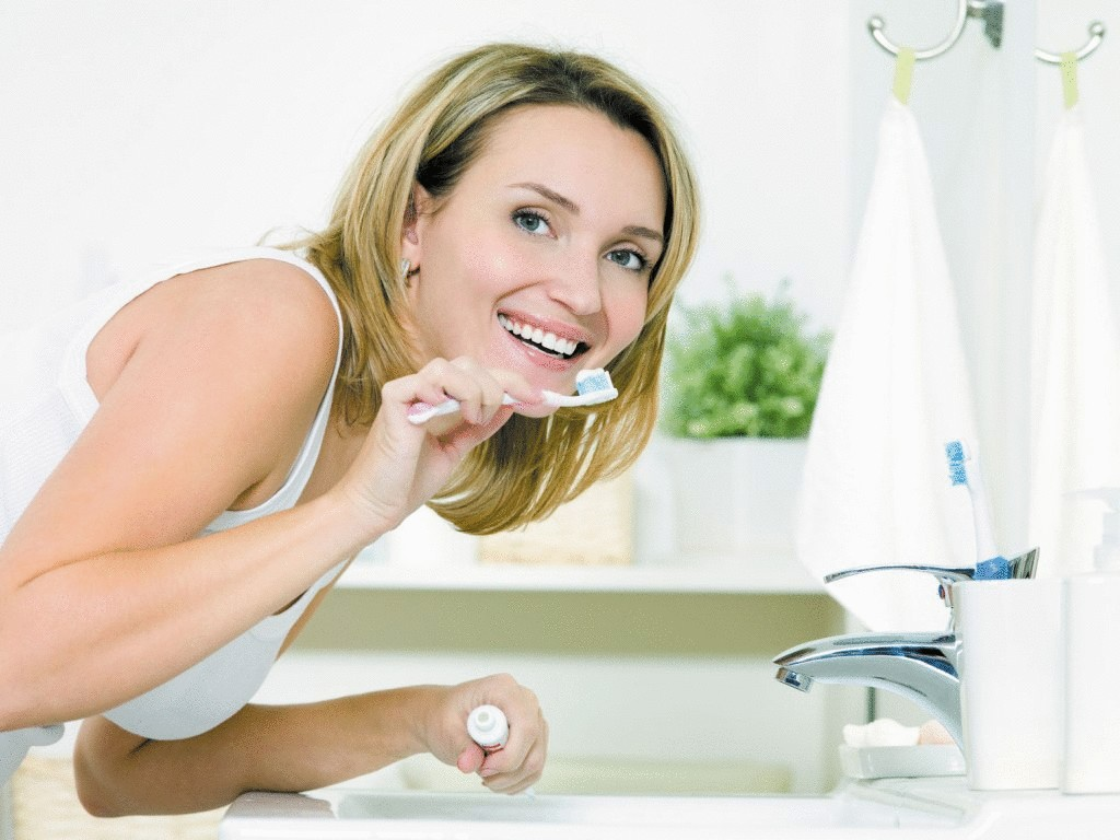 Неприятный запах изо рта: причины и лечение - NameWoman