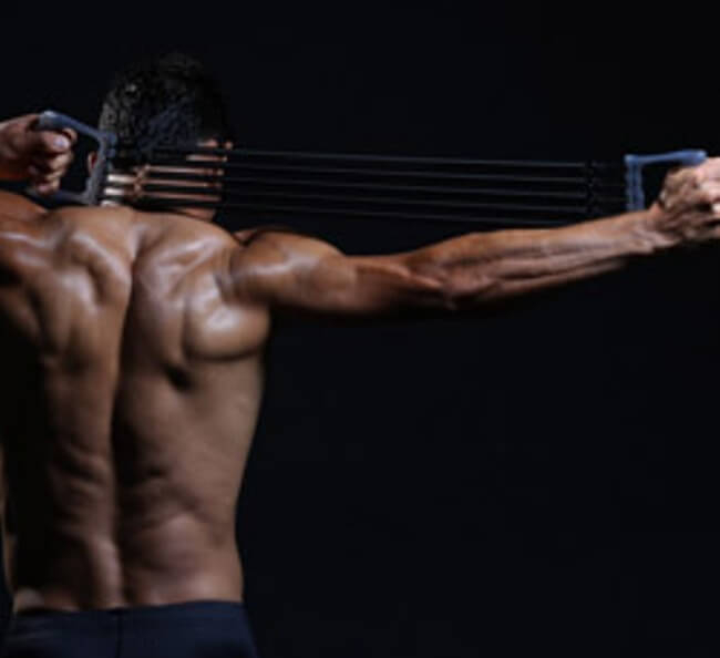 Упражнения с пружинным эспандером: польза для мужчин и женщин, комплекс упражнений для спины, грудных и других групп мышц
