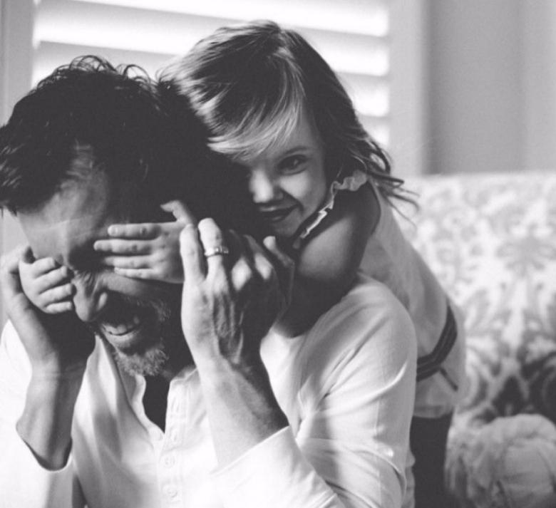 Как научить ребёнка не перебивать взрослых. Просто гениальный метод!