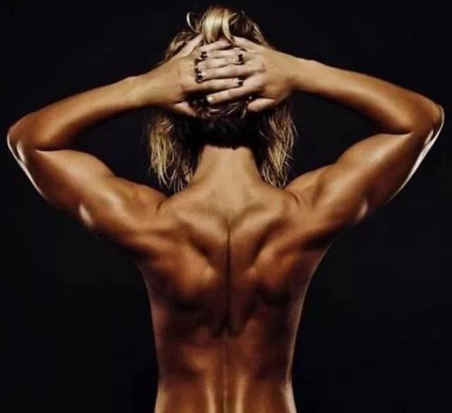 Упражнения для здоровой спины в домашних условиях