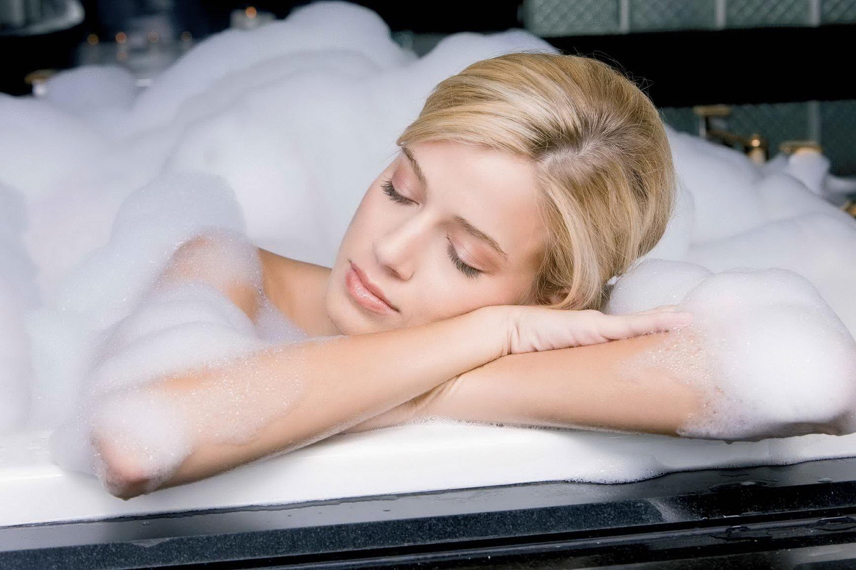Фото бесплатно девушки в ванной 1 фотография