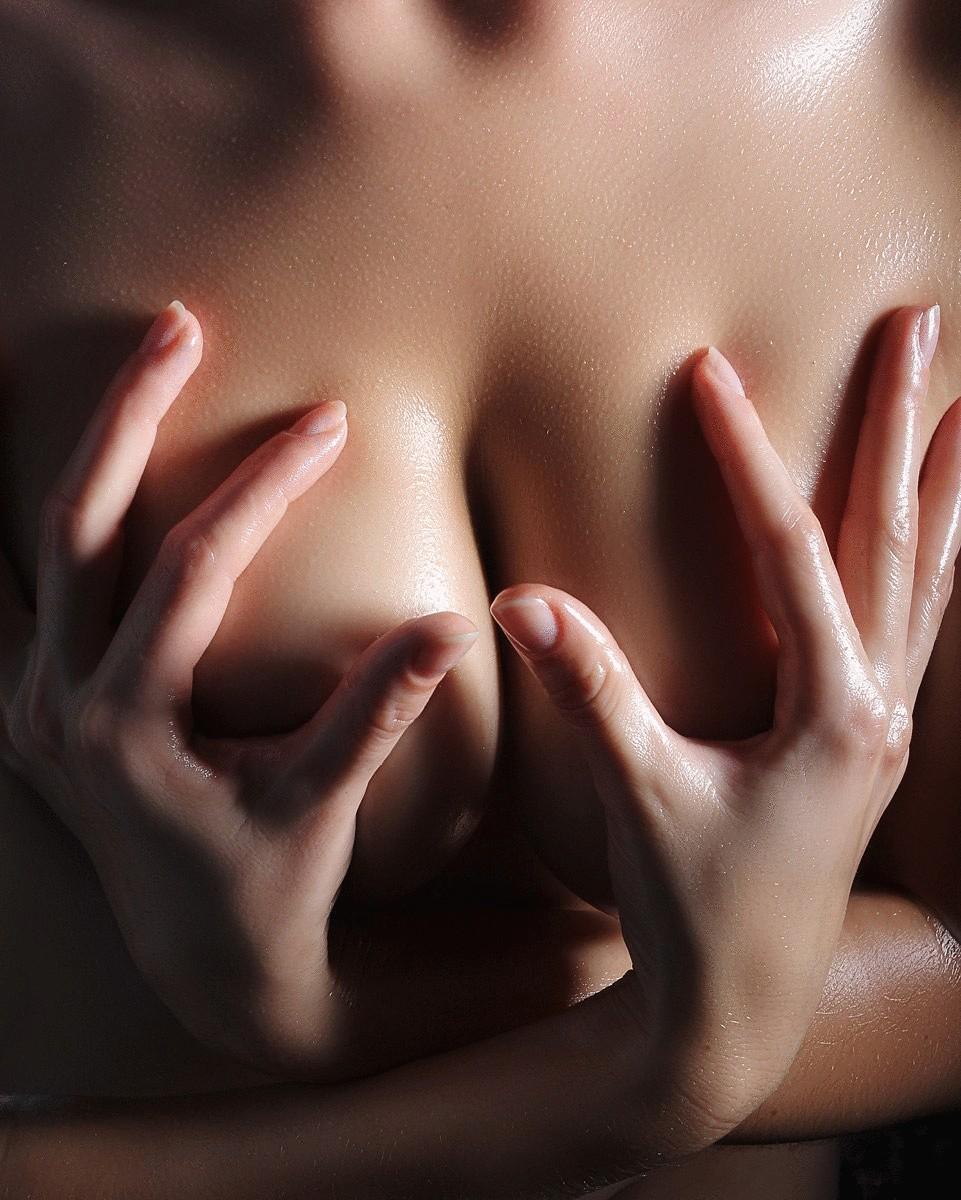 Посмотреть женскую грудь