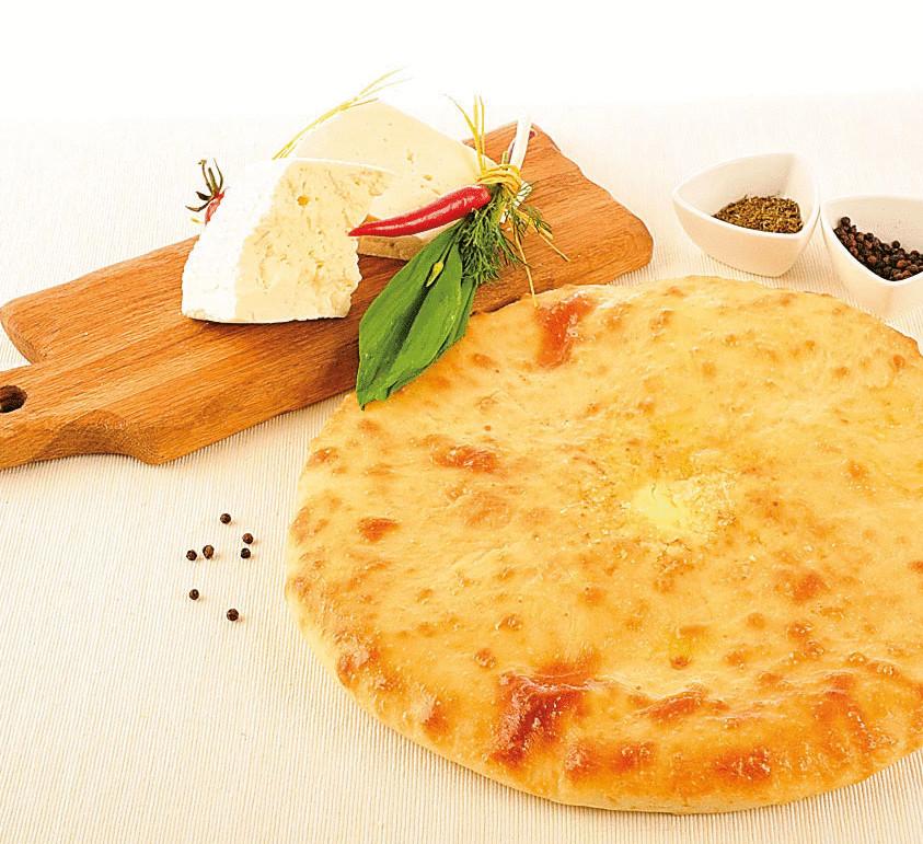 Пирог с сыром сулугуни и зеленым луком
