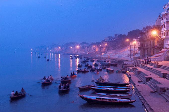 Рассвет в священном городе Варанаси, Индия