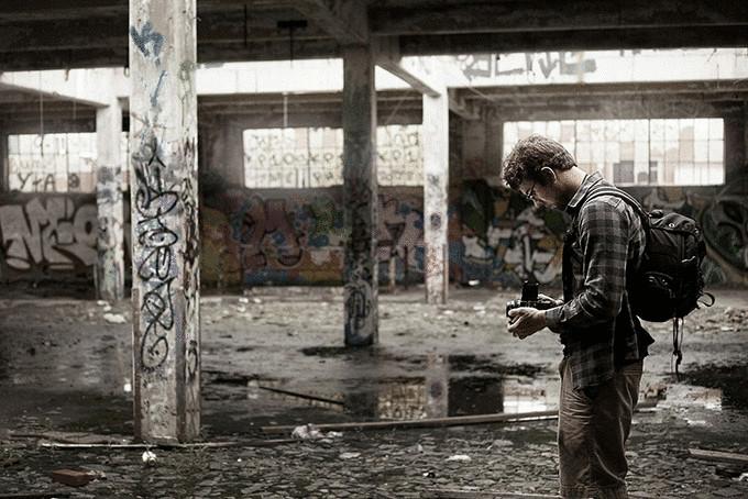Фотограф в заброшенном замке