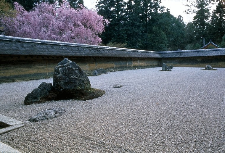 ryoan ji gardens The dry garden of ryoan-ji (dragon peace temple) was created as an aid to meditation the rock garden is believed to date from about 1500, its designer unknown it is the supreme example of the the dry (kare-sansui) garden in which rocks and raked gravel together create this zen garden.