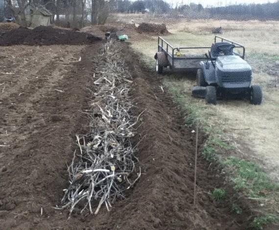 Органическое земледелие, пермакультура: подготовка высокой грядки