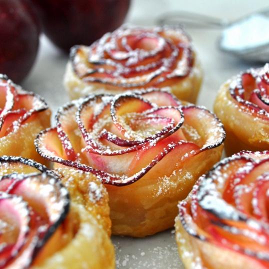 розочки из теста и яблок рецепт с фото