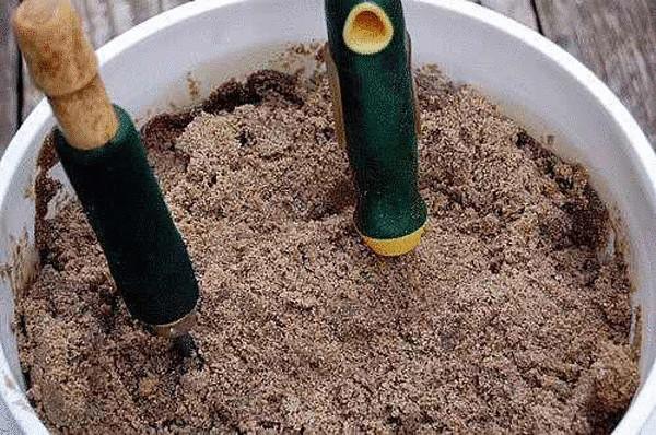 garden-tools-in-sand