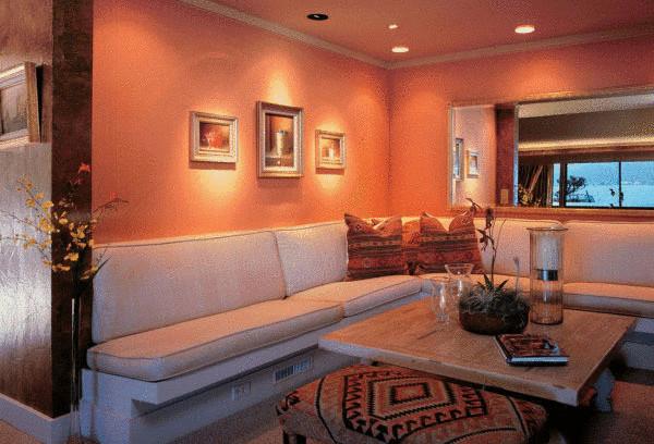 Персик в интерьере: монохромные комнаты
