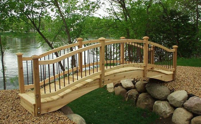 Простой деревянный мост