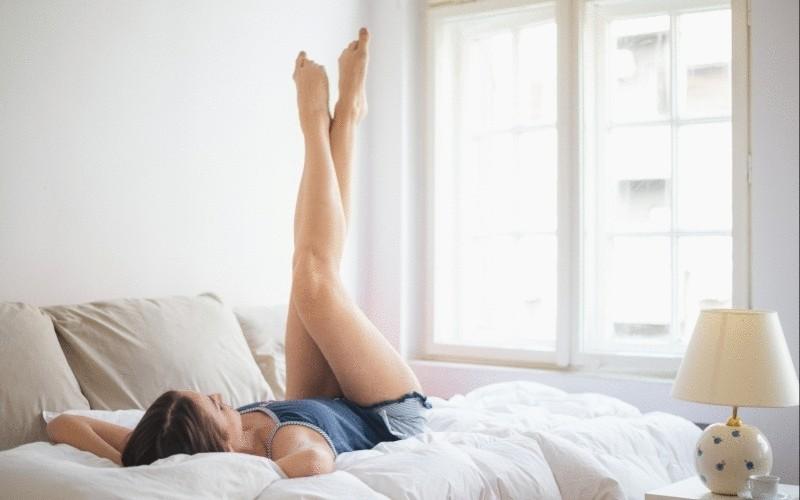 Зарядка для ленивых: подкачать тело, не вставая с постели