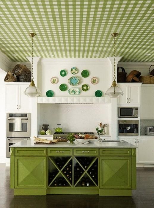 Идея №14. Яркий потолок в традиционном интерьере