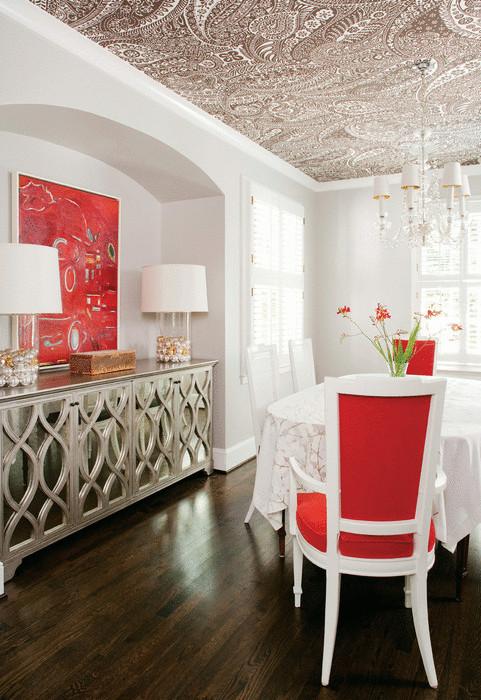 Идея №15. Турецкие огурцы на потолке придают интерьеру пикантности