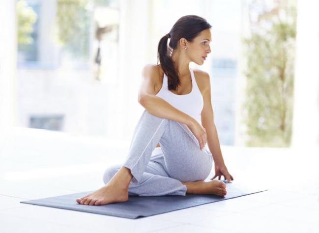 Избавиться от сутулой спины: 4 упражнения
