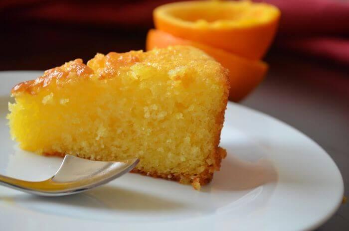 Вкусный постный пирог с орехами и фруктами