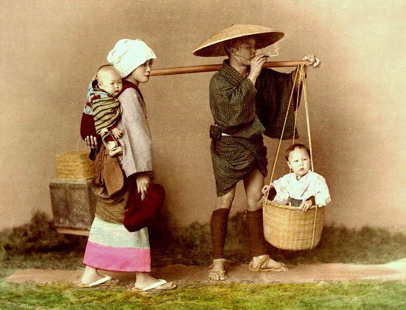Япония может производить разное впечатление в зависимости от того, что искать в этой удивительной стране. Но есть вещи, которые столетиями проходили метаморфозы в традиции и культуре, оправдавшие себя тысячу раз и оттого ставшие обыденностью. Мы говорим о воспитании детей, которые передают опыт поколений своим потомкам, оставляя неизменным эти особенности и методы воспитания.