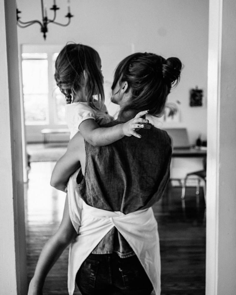 Мама и дочка картинки со спины