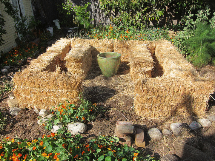 strawbalegardennew