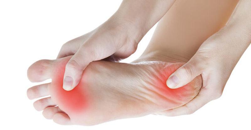 Подошвенный фасциит: эти упражнения избавят от боли в пятках