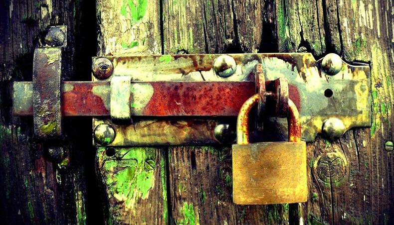 Если вам приходится постоянно преодолевать препятствия, значит вы идете через чужую дверь