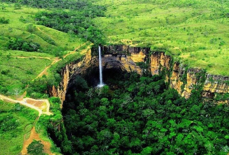 Водопад дракон в венесуэле южная