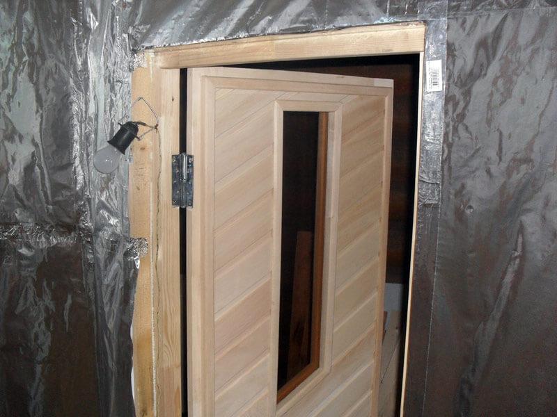 Утеплить дверь бани своими руками