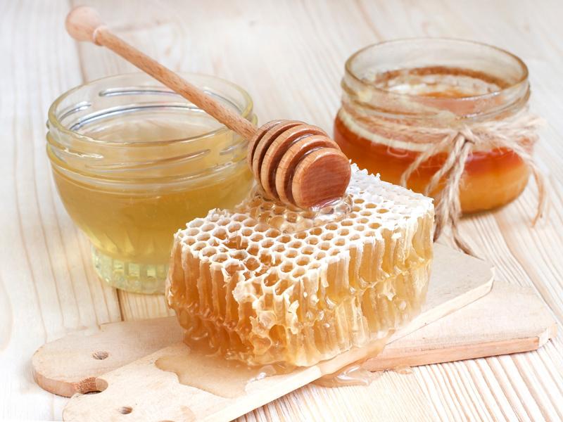 что выделяется при нагревании меда