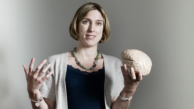 Сара-Джейн Блэкмор: <a href='http://econet.ru/articles/tagged?tag=%D1%81%D0%B5%D0%BA%D1%80%D0%B5%D1%82%D1%8B' target='_blank'>Секреты</a> работы мозга в подростковом возрасте