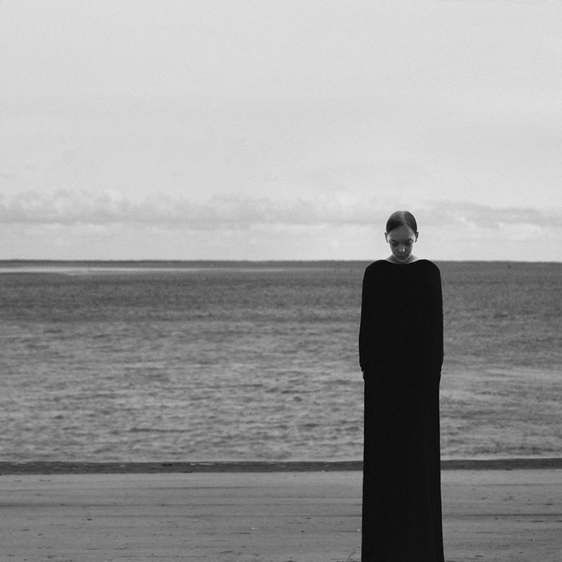 Одинокая женщина