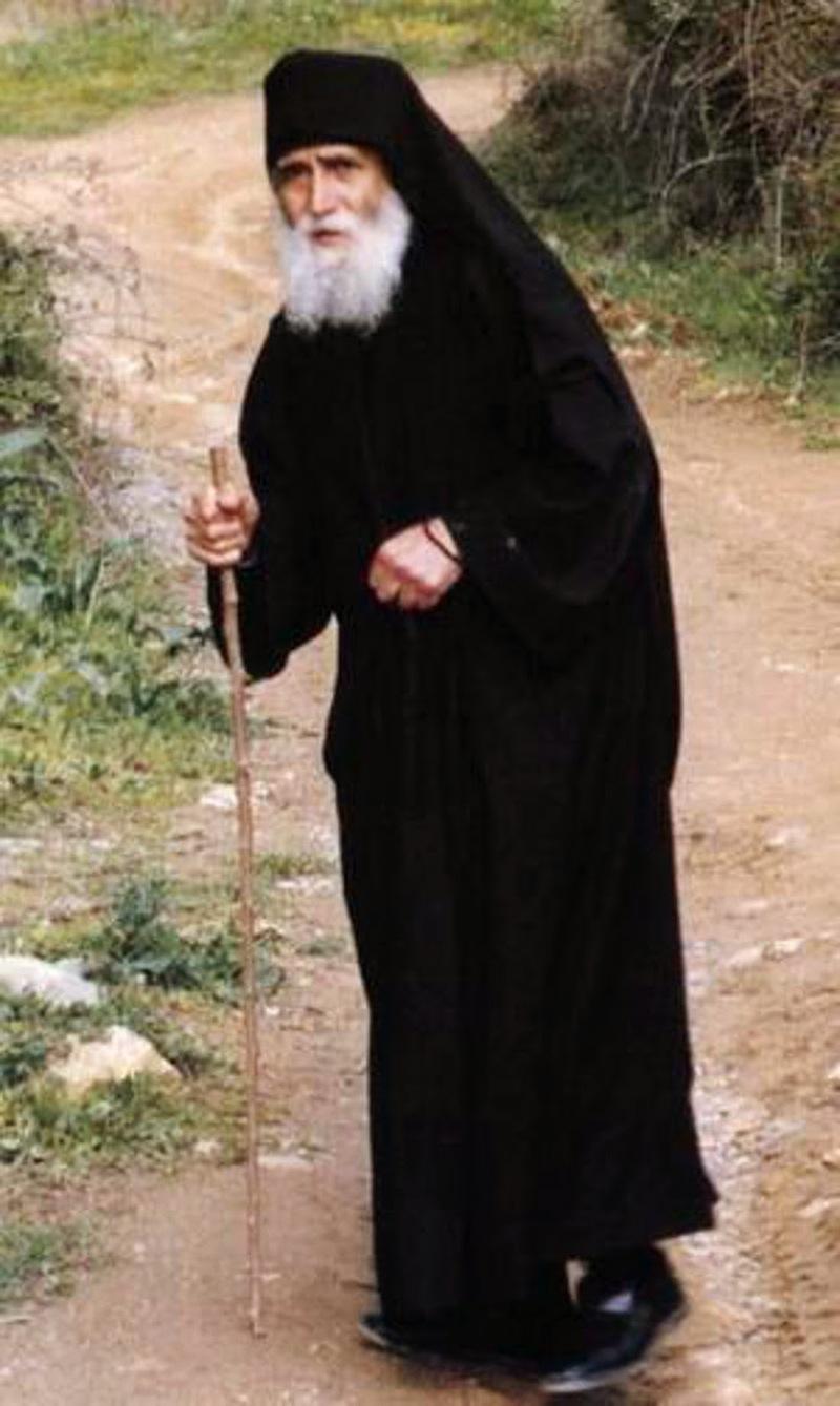 Паисий Святогорец: чтобы больной стал здоров, надо идти на какую-то жертву