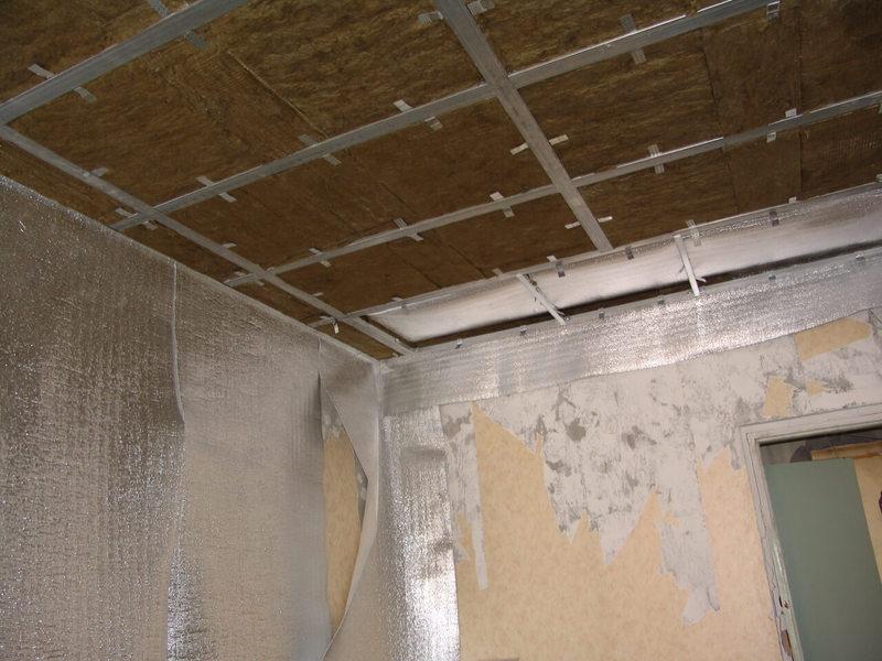 Manchmal Kann Das Problem Teilweise Schallisolierte Gelöst Werden,  Beispielsweise Die Beseitigung Der Baumängel In Den Fugen Der Wände Zu Den  Bodenplatten ...