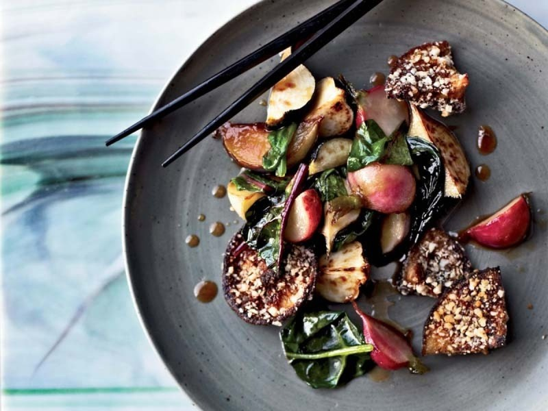 Приготовить салат с рыбой горячего копчения