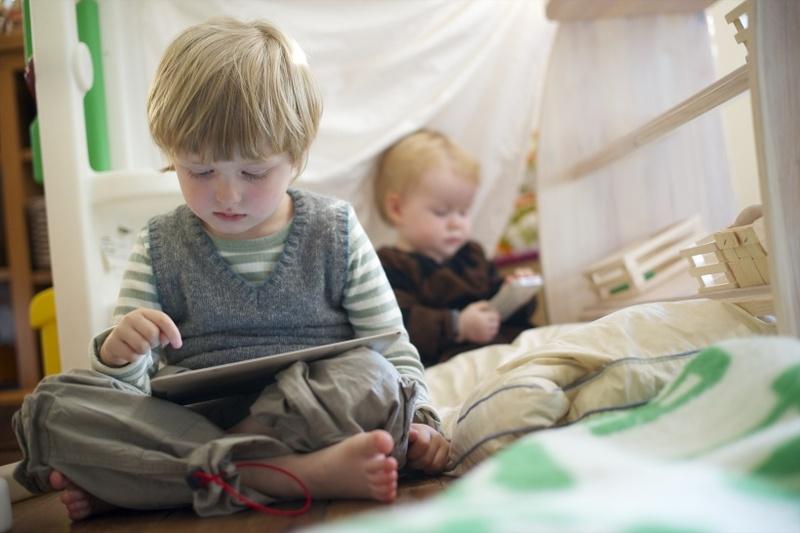10 причин забрать у ребёнка <a href='https://econet.ru/articles/tagged?tag=%D0%BF%D0%BB%D0%B0%D0%BD%D1%88%D0%B5%D1%82' target='_blank'>планшет</a> и смартфон