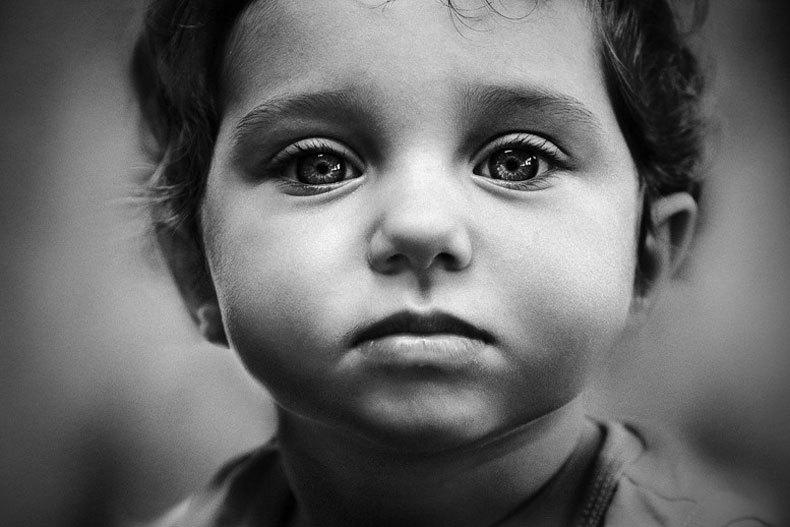Мальчик с грустными глазами картинки