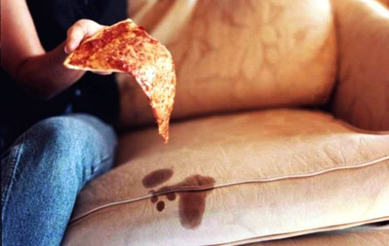 Как очистить диван в домашних условиях