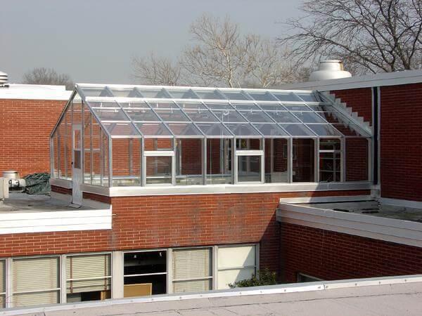 Оригинальное решение: Теплица на крыше дома