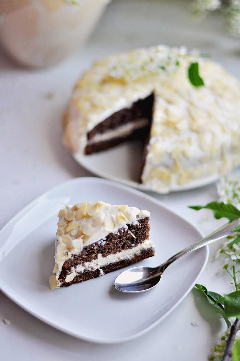 Черёмуховый торт с миндалем