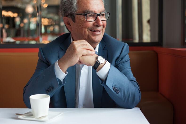 Диетолог Анри Шено: Знаете, что находят в желудке при вскрытии? Непереваренный кофе с молоком!