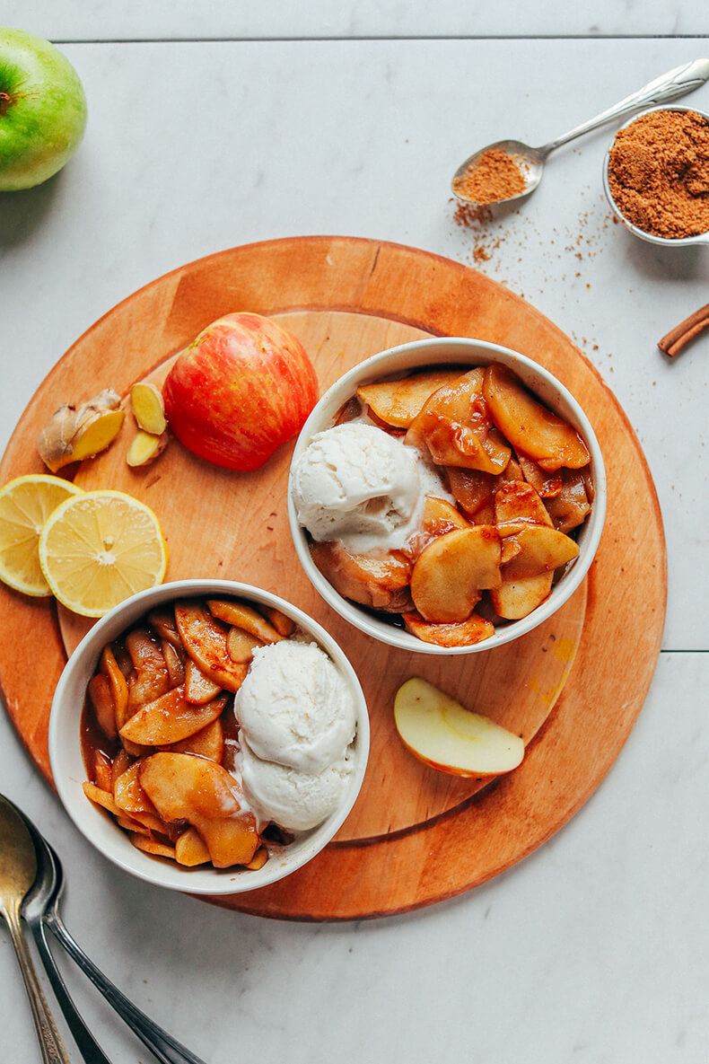 Тушеные яблоки сфиниками икорицей: десерт без вреда для фигуры!