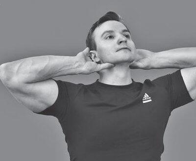 Упражнение на самовытяжение шеи
